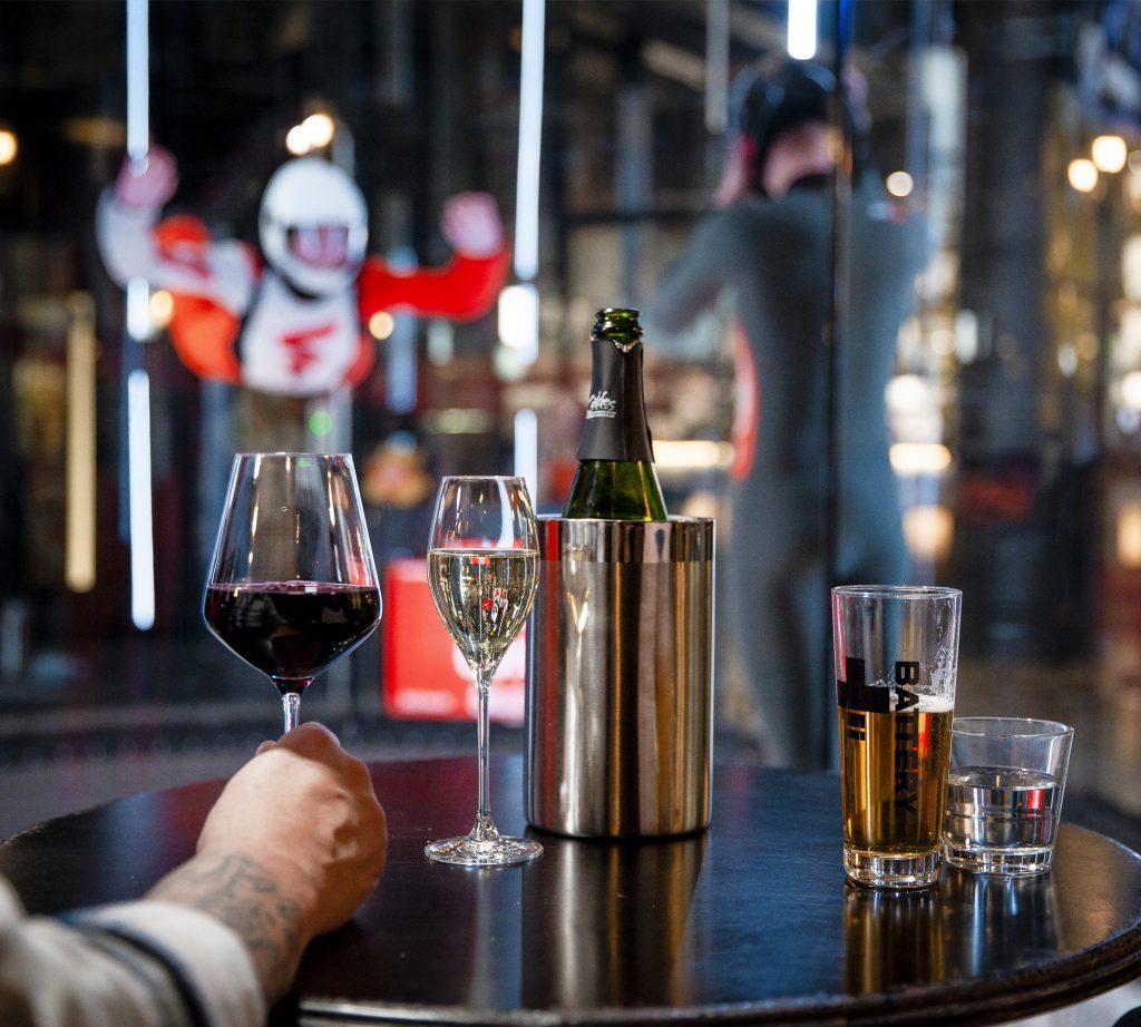 fööni-vapaalentotunneli-kauppakeskus-redi-bar cafe hangaari